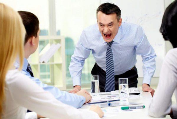 Directivos tóxicos, jefes prepotentes, o mandos con poca empatía Un lastre para las empresas